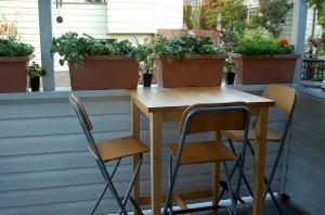 Clean table by Derek K. Miller (flickr)